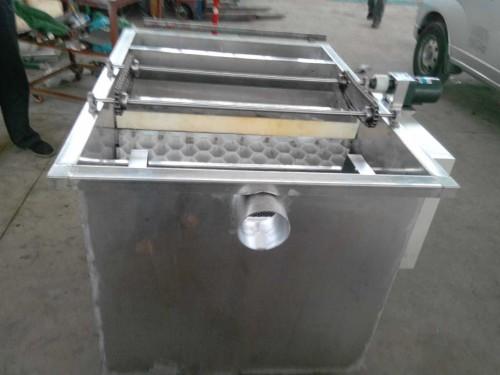 潍坊自动刮油隔油器